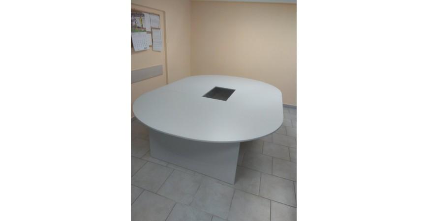 Стол для заседания